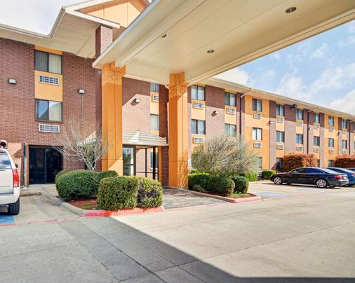 Quality Inn Dfw Airport North - Irving - Building