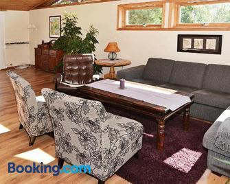 Holiday Home Kystveien - Арендал - Living room