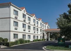 La Quinta Inn & Suites by Wyndham Davis - Davis - Building