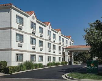 La Quinta Inn & Suites by Wyndham Davis - Davis - Building
