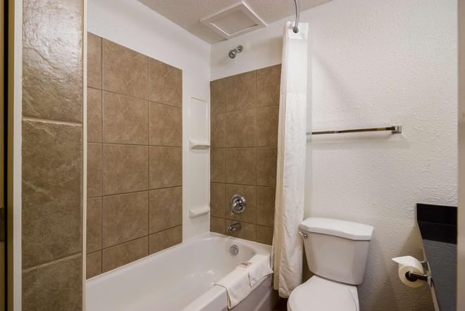 Motel 6 Kerrobert - Sk - Kerrobert - Bathroom