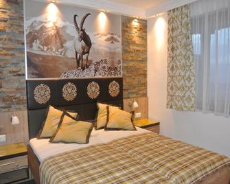 Hotel Baumgartnerhof - Фінкенштайн-ам-Факер-Зее - Bedroom