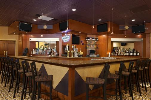 Ramada by Wyndham Toms River - Toms River - Bar