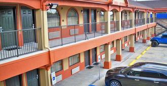 Scottish Inn & Suites - Beaumont - Building