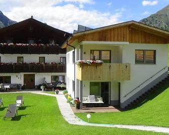 Haus Bergheim - St. Leonhard im Pitztal - Building