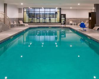 Holiday Inn Concord Downtown - Concord - Bazén