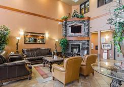 Quality Inn & Suites - Grande Prairie - Hành lang