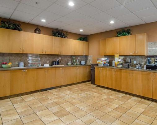 Quality Inn & Suites - Grande Prairie - Buffet