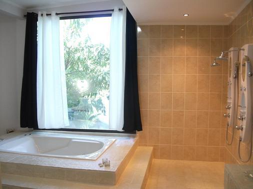 Copacabana Hotel & Suites - Jacó - Bathroom