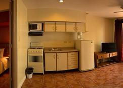 Copacabana Hotel And Suites - Adults Only - Jacó - Kitchen