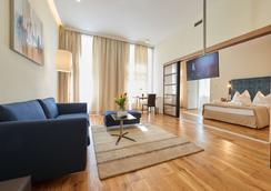 Hilight Suites Hotel - Vienna - Living room