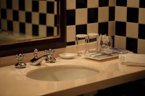 Hotel Monterey Yokohama - Yokohama - Bathroom