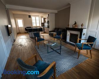 Les Gites Historiques - Mirecourt - Living room
