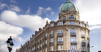 Hotel Carlton - ליל - נוף חיצוני