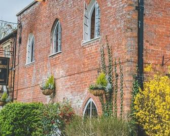 Manor House Inn - Shepton Mallet - Building