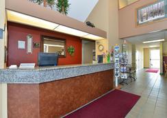 Americas Best Value Inn Kalispell - Kalispell - Front desk