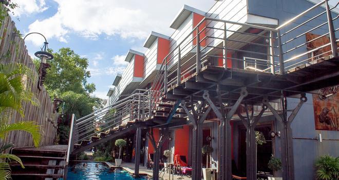 Nicky's Handlebar Hotel - Patong