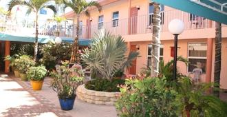 Lago Mar Motel And Apartments - Lake Worth - Outdoor view