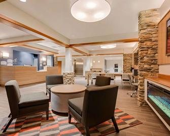 Microtel Inn & Suites by Wyndham Clarion - Clarion - Lobby