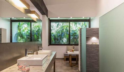 卡拉魯納別墅精品酒店 - 塔瑪琳多 - Tamarindo/塔瑪林度 - 浴室