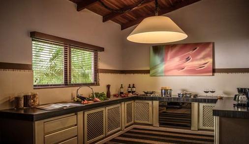 卡拉魯納別墅精品酒店 - 塔瑪琳多 - Tamarindo - 廚房