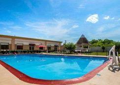拉馬達伯明翰機場酒店 - 伯明罕 - 伯明翰 - 游泳池