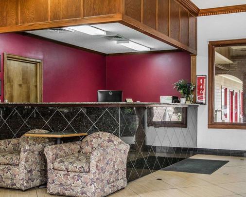 Econo Lodge Inn & Suites - Enterprise - Front desk