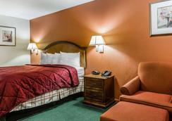 Econo Lodge Inn & Suites - Enterprise - Bedroom