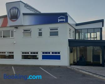 Road King - Hollies Truckstop Café - Cannock - Building