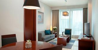 The Mayflower, Jakarta - Marriott Executive Apartments - Jakarta - Living room