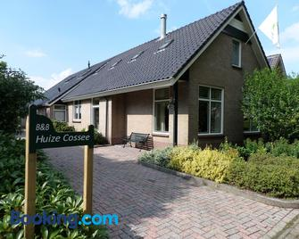 B&B Huize Cossee - Gasselte - Building