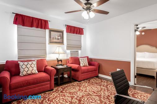 Palm Beach Historic Inn - Palm Beach - Living room