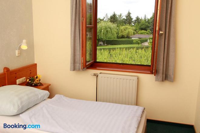 Gasthof zum Rödelseer Schwan - Rödelsee - Bedroom