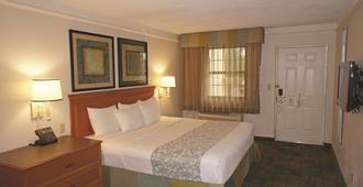 La Quinta Inn by Wyndham Pensacola - פנסאקולה - חדר שינה