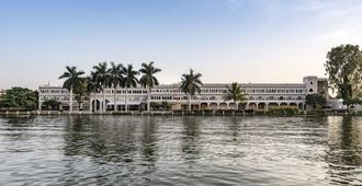 Hotel Lakend - אודאיפור - נוף חיצוני