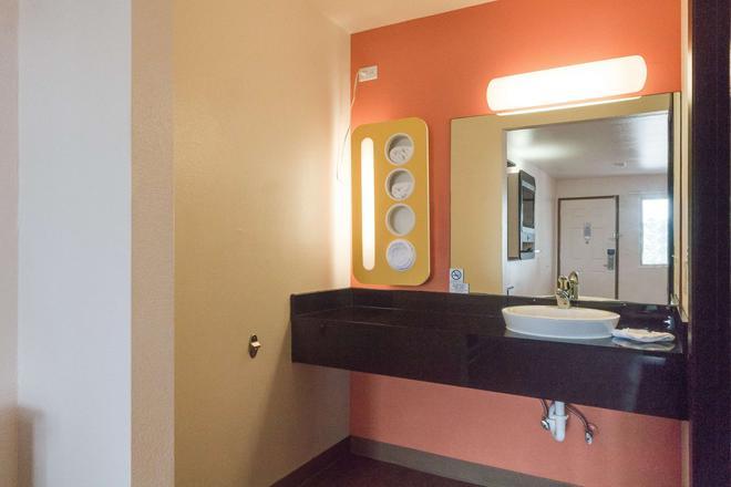 Motel 6 Brownsville North - Brownsville - Μπάνιο