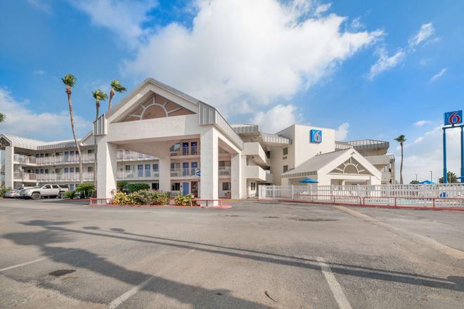 Motel 6 Brownsville North - Brownsville - Rakennus