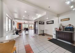 Motel 6 Brownsville North - Brownsville - Σαλόνι ξενοδοχείου