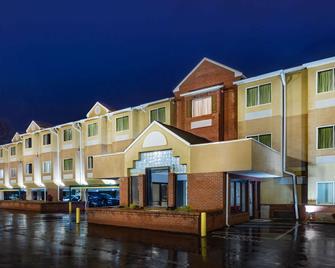Microtel Inn By Wyndham Cornelius/Lake Norman - Cornelius - Gebäude