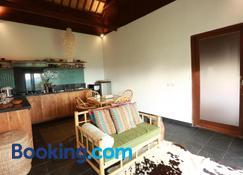 Villa Domanik - Labuan Bajo - Wohnzimmer