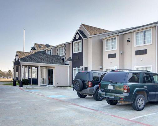 Econo Lodge & Suites Lewisville - Lewisville - Building