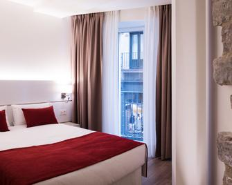 Hotel Pompaelo Urban Spa - Pamplona - Bedroom