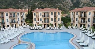 Marcan Beach Hotel - אולודניז - בריכה