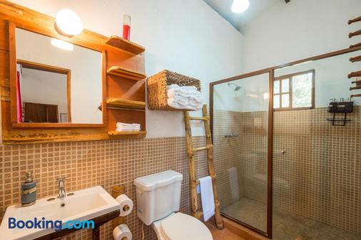 Istmo Yoga And Adventure Retreat - San Carlos - Bathroom