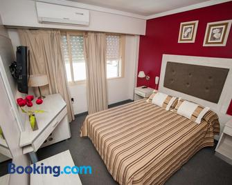 Hotel Posadas - Посадас - Bedroom