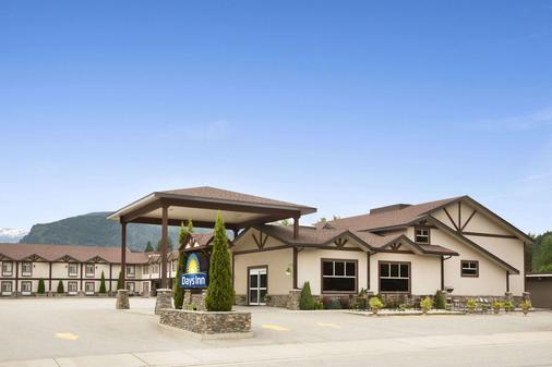 Days Inn & Suites by Wyndham Revelstoke - Revelstoke - Building