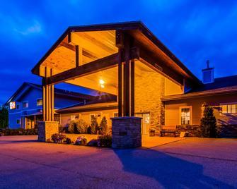 Best Western Plus Ticonderoga Inn & Suites - Ticonderoga - Gebäude