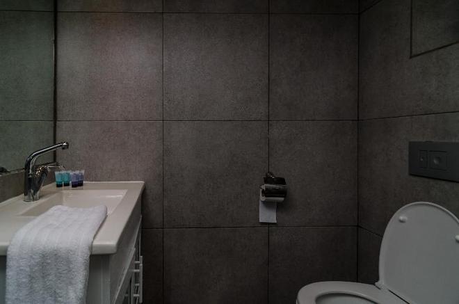 Ness Hotel - Tel Aviv - Bathroom