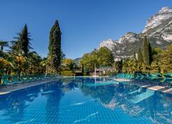 Du Lac Et Du Parc Grand Resort - Riva del Garda - Pool