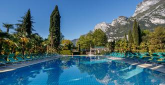 Du Lac Et Du Parc Grand Resort - Riva del Garda - Pool